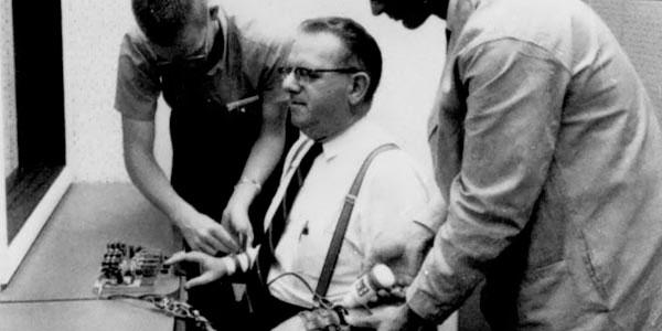 Реконструкция опыта Стенли Милгрэма в 1974 году в Йельском университете